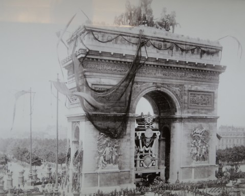 The unveiling of the Arc de Triomphe